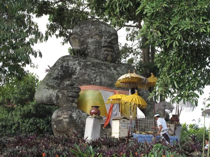 Статуя Patung Bayi Sakah (4sq) на развязке, которую вы будете проезжать по дороге к водопаду. Классно, что на Бали в центре дорожных развязок почти всегда стоят статуи. Чем больше и важнее развязка, тем масштабнее статя.