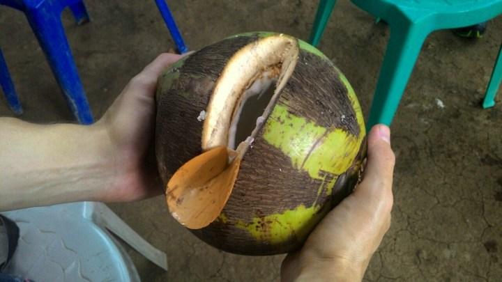 Традиционное открывание кокоса