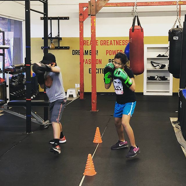 Happy New Year from @maxwellsboxing! Back at it and ready for 2018 🥊🥊Youth, Teens and Adults first class is free!  Come visit us Mon-Sat..#maxwellsboxing #boxing #youthboxing #hny2018 #fitfor2018 #sdgyms #sdboxing #sandiego #miramar #miramesa #scrippsranch #lajolla #delmar @sherm06