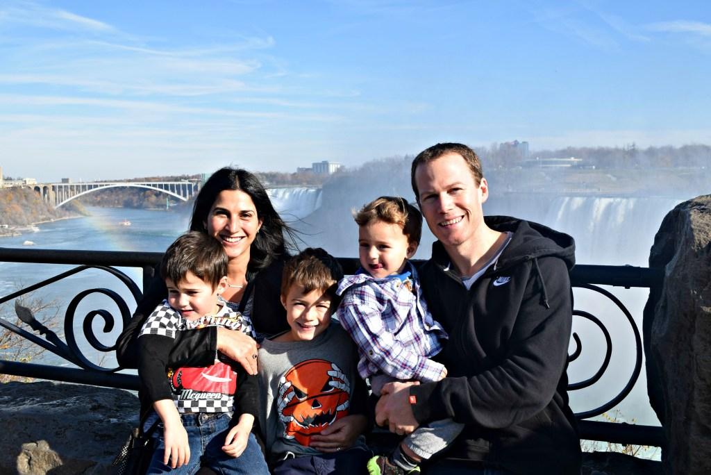 expedia-family-pic-niagara-falls