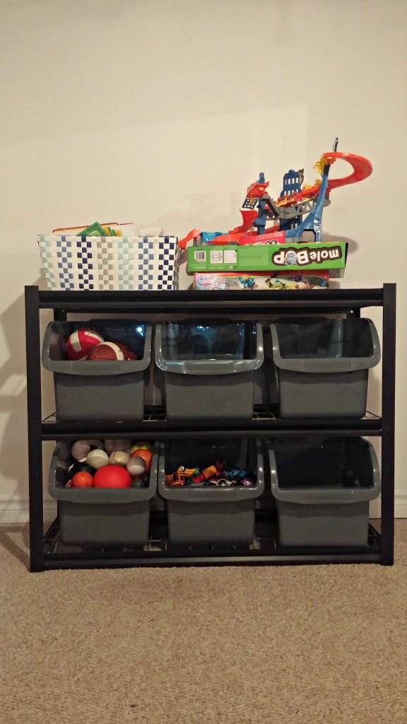 minimalist few toys