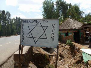 Gondar-Debark Felasha village 01 entree