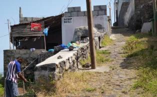CaboVerde2013-F-16-Camino Cruzinha Ponta do Sol-Forminguinhas bar mercearia