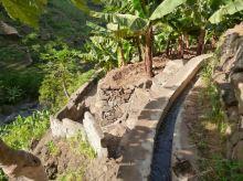 CaboVerde2013-K 67 Ribeira de Penede-Emprunt de la levada Vue Aval chemin vers maisons
