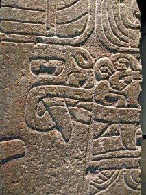 figura 06 Obelisco tello detalle 3 Cara de caiman en perfil