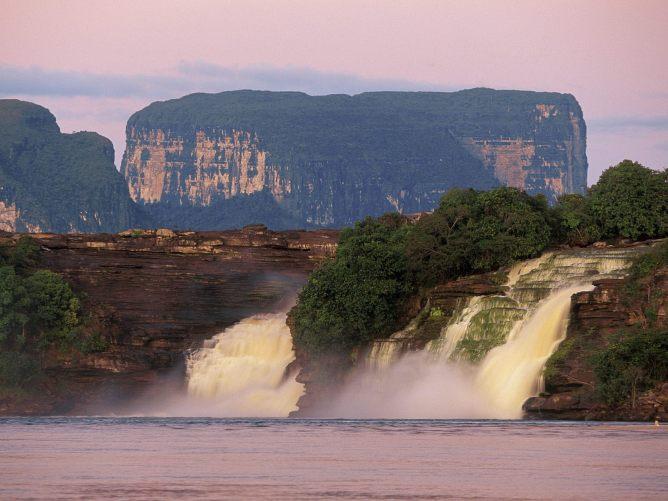 Venezuela Canaima El-Hacha Waterfall