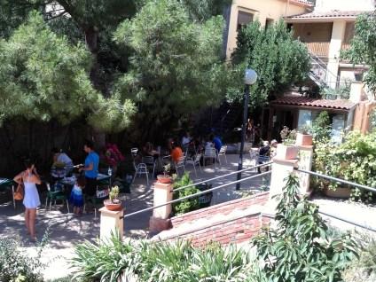 2014-07-12 Ruta dels Refugis (110) Cornudella El Refugi Terrasse