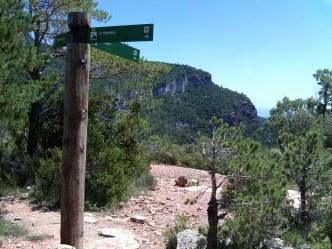 2014-07-12 Ruta dels Refugis (17) Mussara refuge Panneau debut sentier
