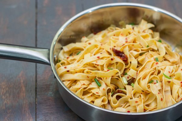 aglio-olio-with-sun-dried-tomatoes-1-3