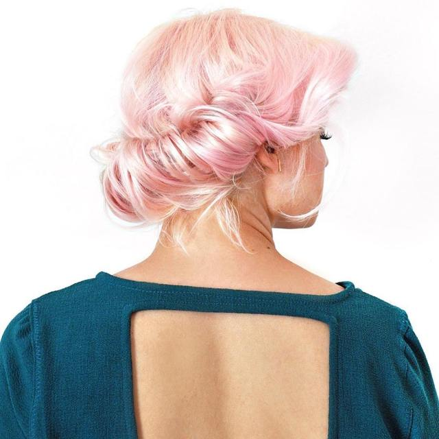 This messy updo only takes 5 minutes! Its my favoritehellip