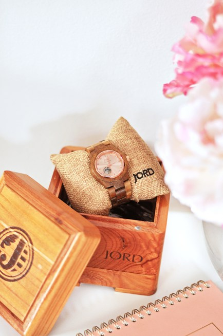 The warm weather has me busy with appointments and meetings. JORD watches are the accessory you need this Spring to stay on time and stylish.