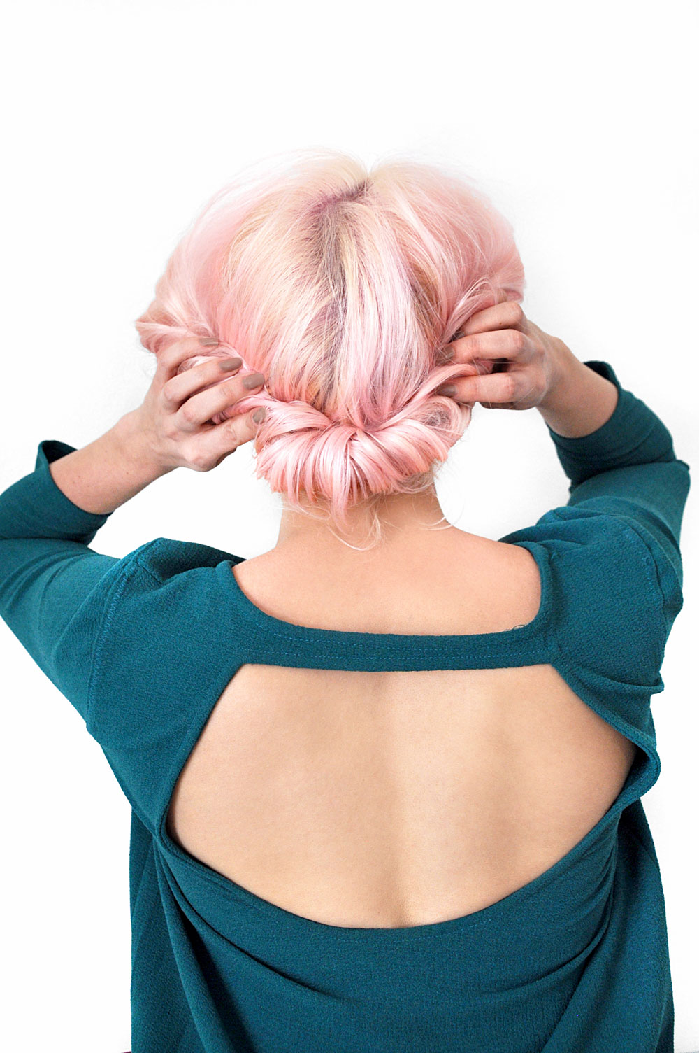 If you're pressed for time but still want to look cute, then try this super easy 5 minute messy updo hairstyle tutorial for that perfect tousled bun look.