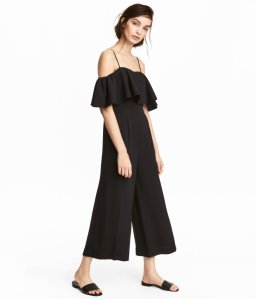 Make the most of your closet by getting these 10 essential summer wardrobe pieces. Number 8 is breathtaking and so unexpected!