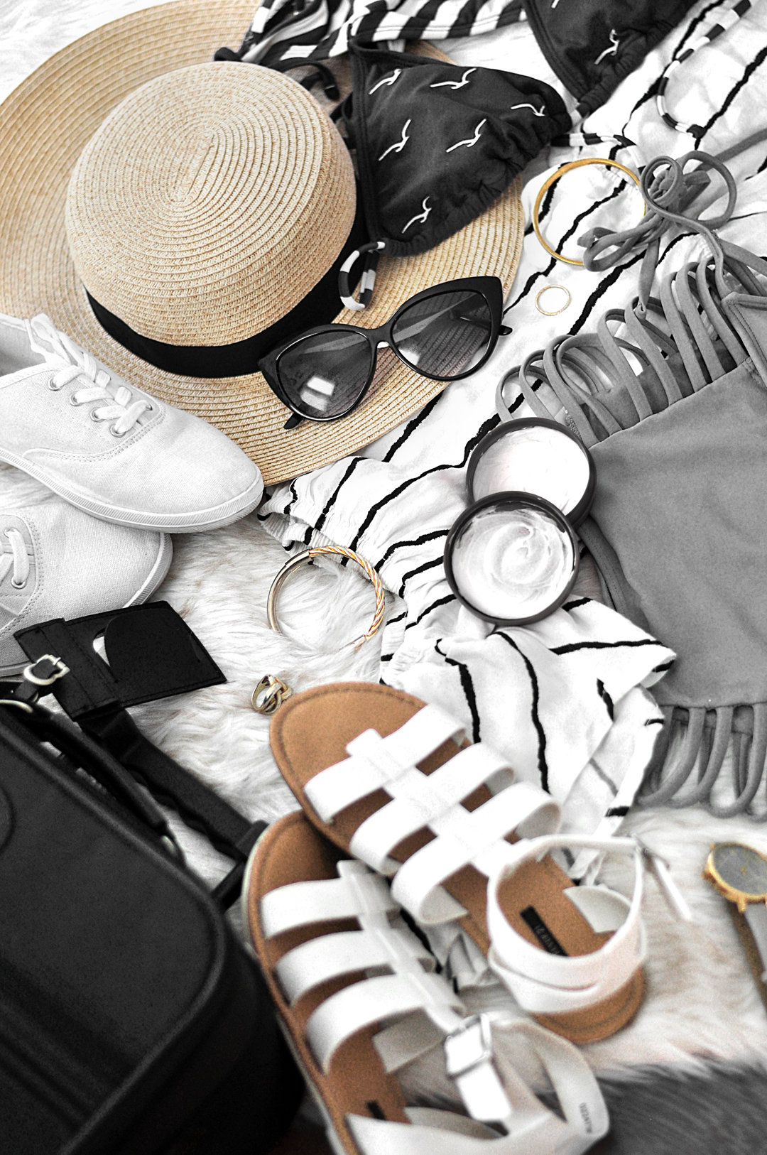 I hate packing, but this list makes it SO much easier to know what to pack for a summer vacation. Now I can pack more quickly and efficiently!