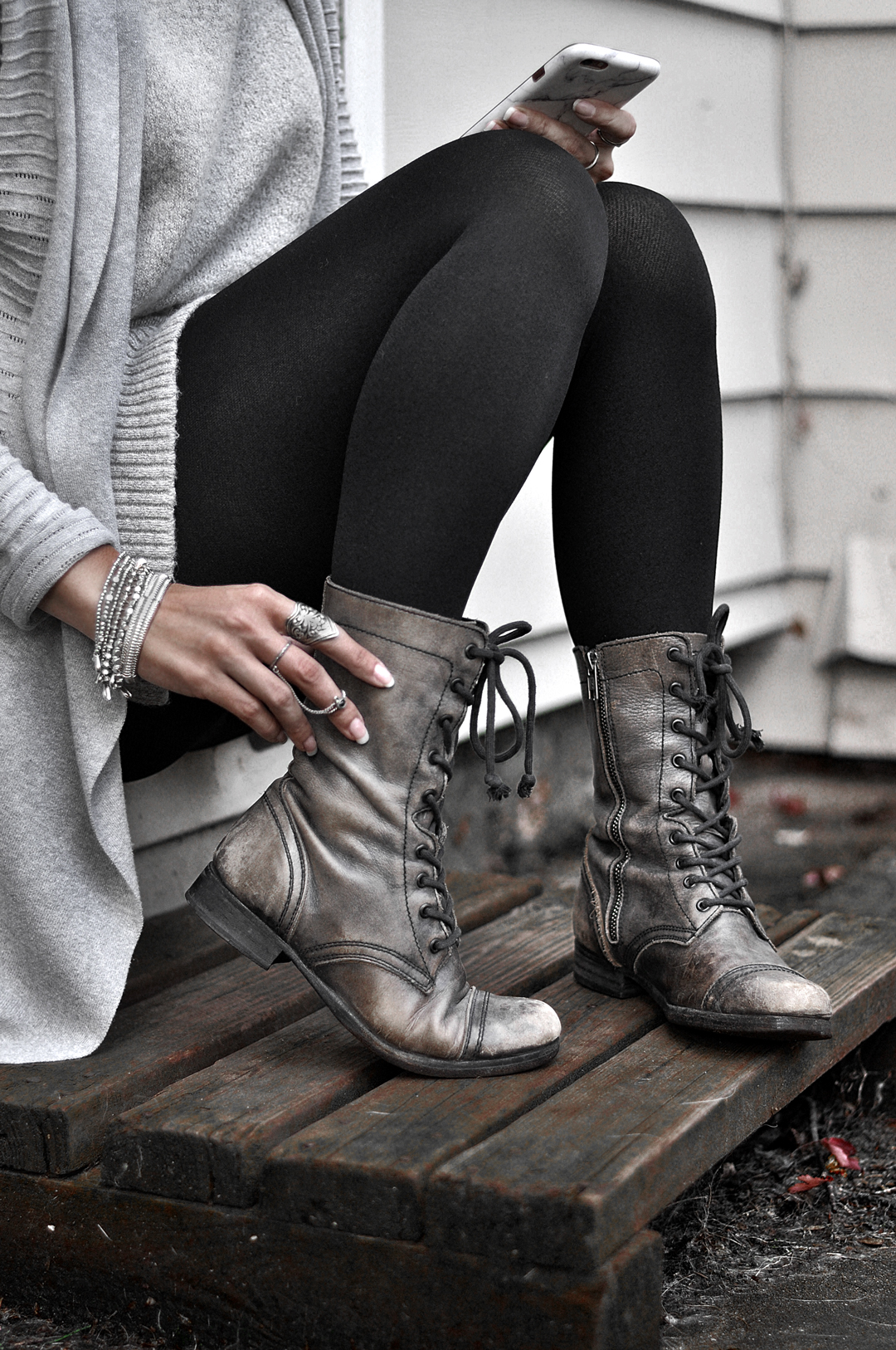 Check out these tights outfits for Fall. They are SO cute and a great transitional piece for your wardrobe. Berkshire has the hosiery for every occasion!