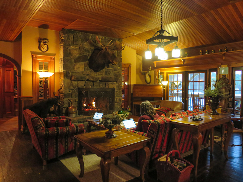 lounge at mirror lake inn