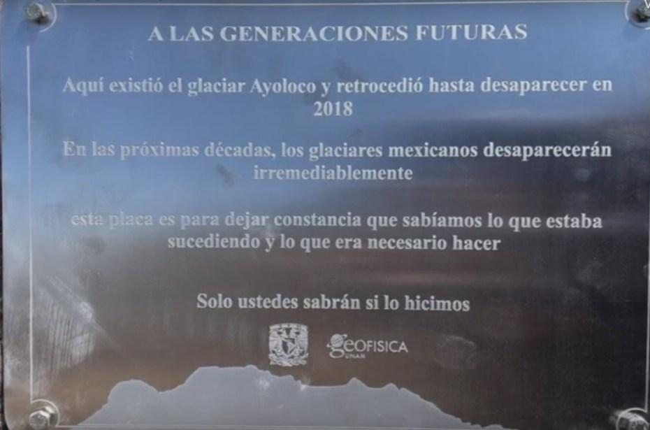 Placa de la UNAM en el Iztaccíhuatl, por extinción del glaciar Ayoloco