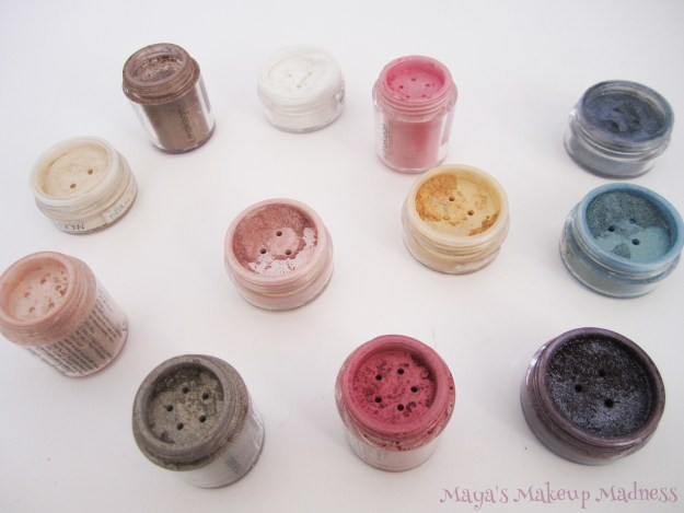 Il Makiage Highlighter Dust: Top row, LtR - Antique Gold, Satin, Goldey Rose, HD Chrome: Middle row, LtR - Light Gold (mineral), Toffe, Gold Star, Green Stone: Bottom row, LtR - Gold Sand, Crystal, Cherry, HD Wine