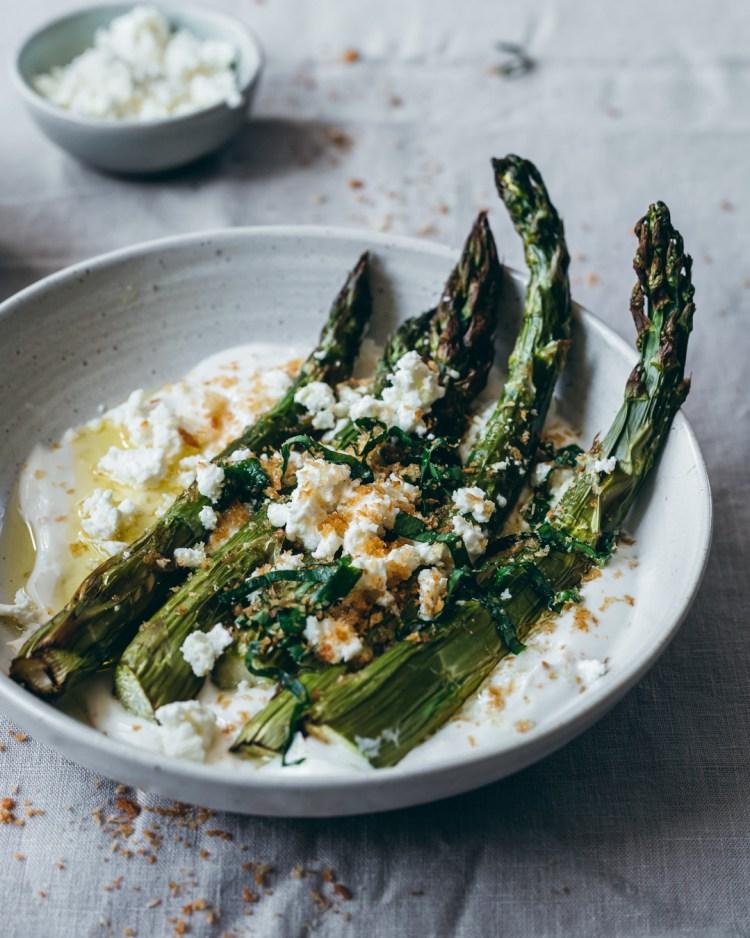 grilled asparagus with yogurt sauce