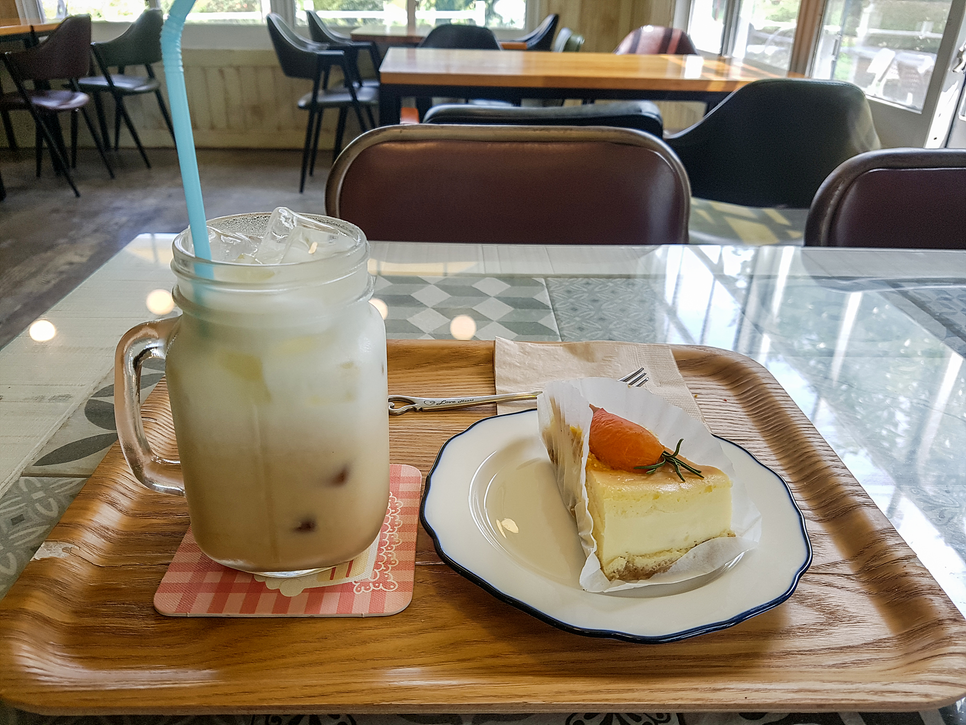 HER HOME CAFE
