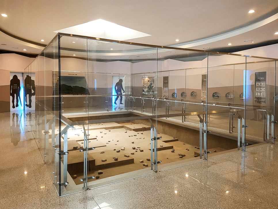 exhibition hall of the Maae prehistoric site