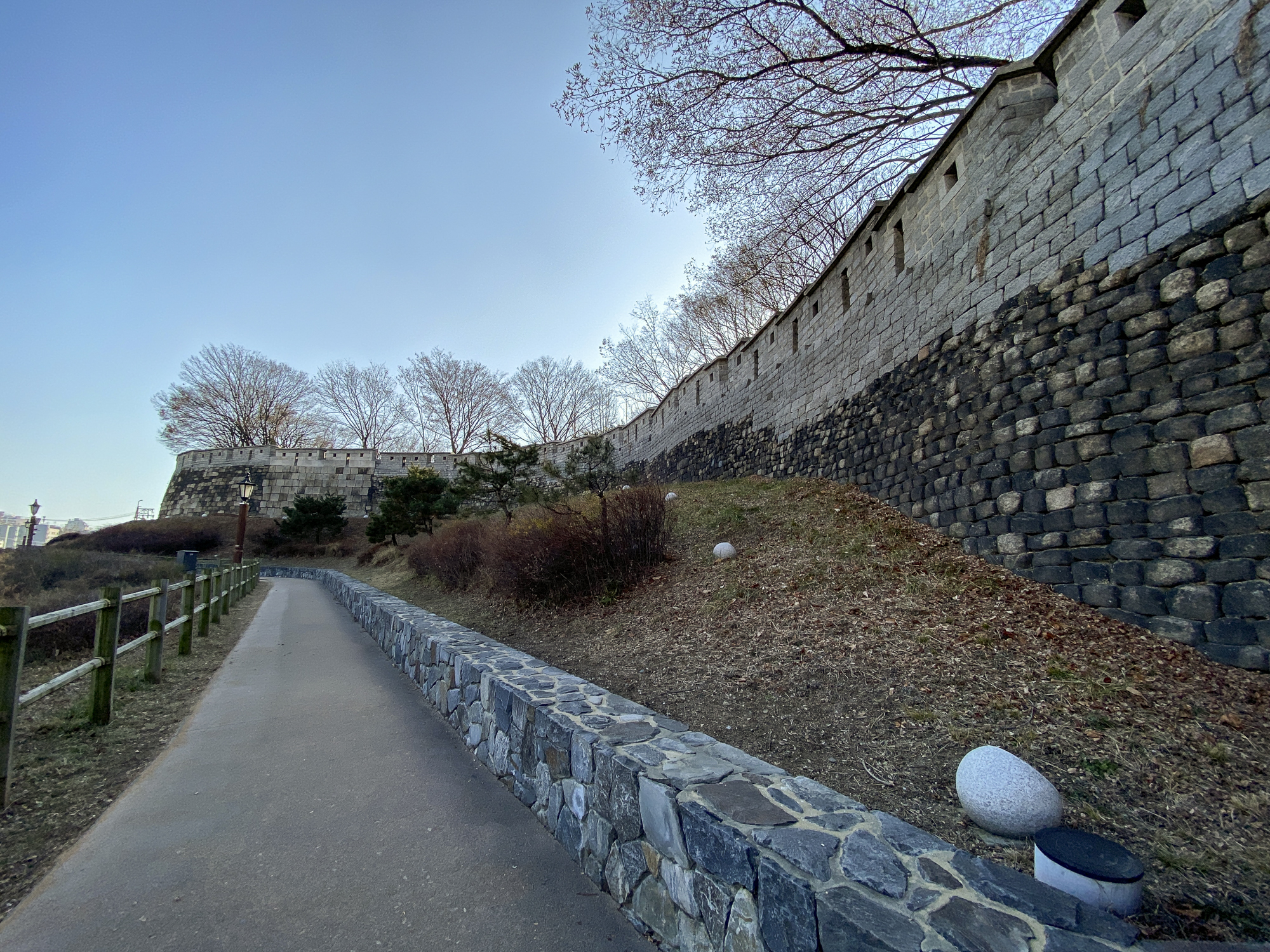 The fortress and gate surrounding Seoul are called the Seoul City Wall.