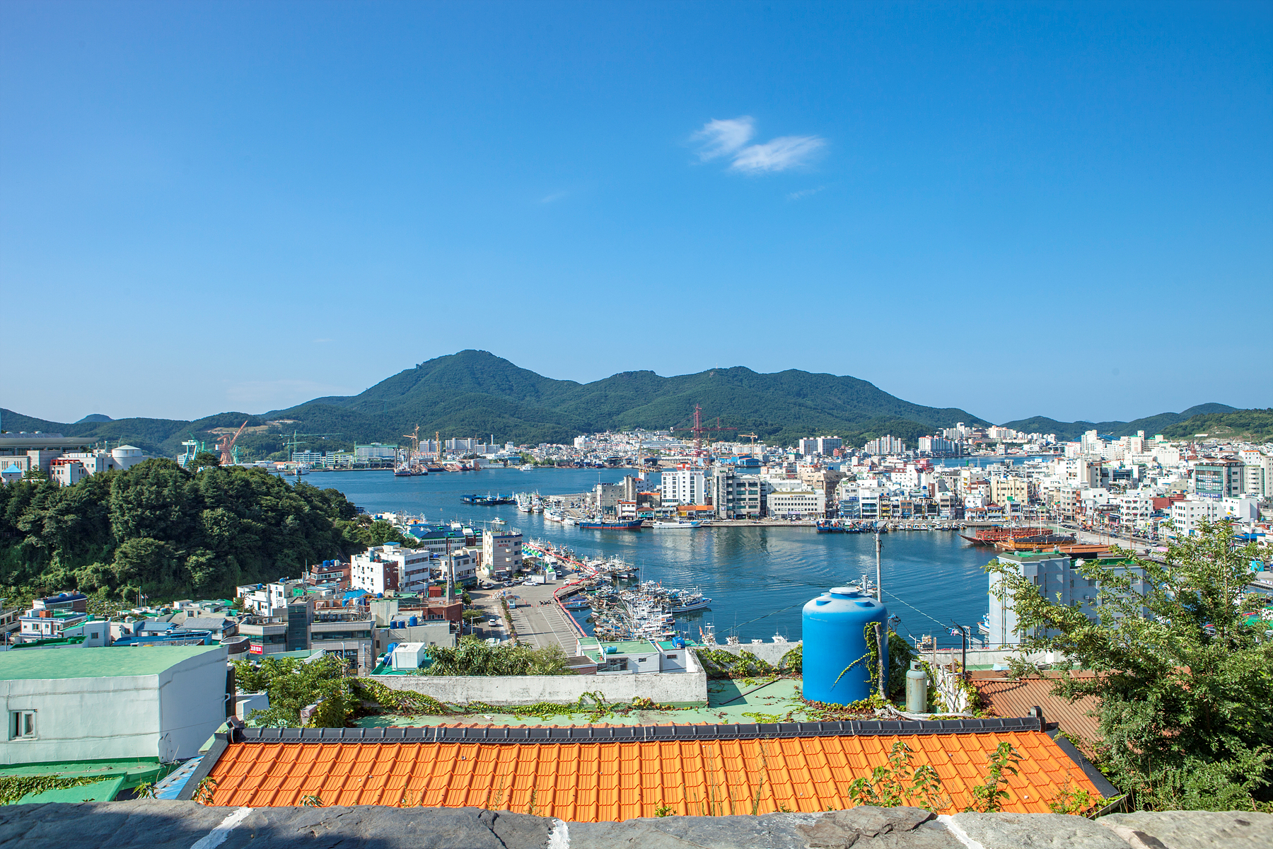 you can see Tongyeong city, sea and Tongyeong port at a glance.