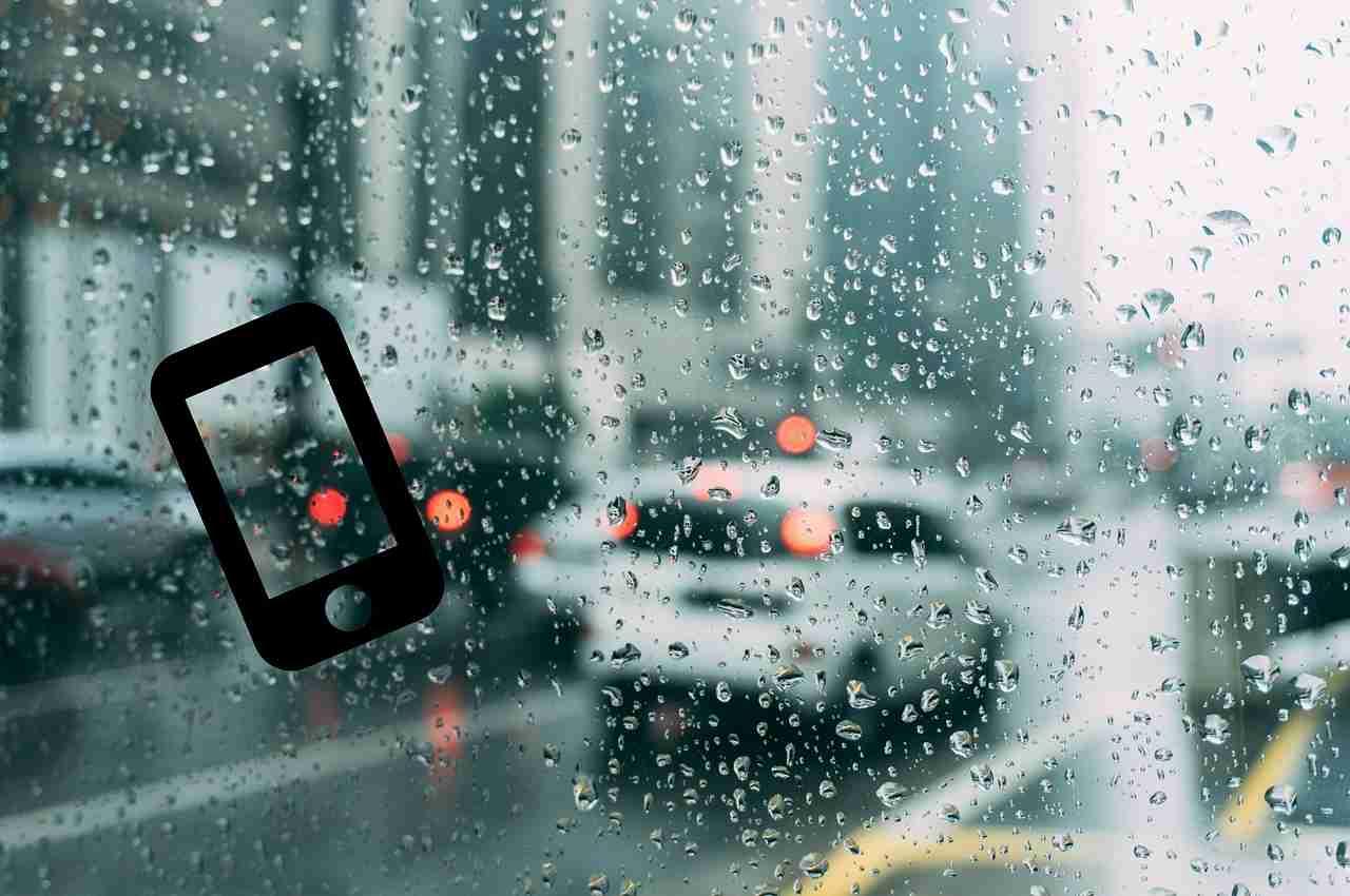 imagen de día lluvioso con icono de celular donde podemos recibir información del tiempo