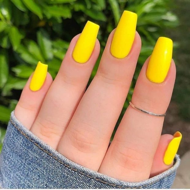 BRIGHT YELLOW summer nail designs for 2021