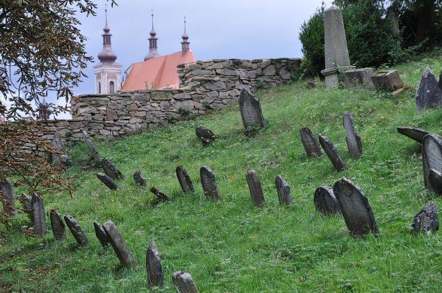 Lomnice-židovský-hřbitov2012zl