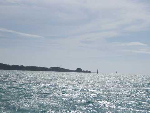 松葉博雄のいい写真撮りたいな:「本土からのダイビング客で賑わう真栄田岬のダイビングポイント」