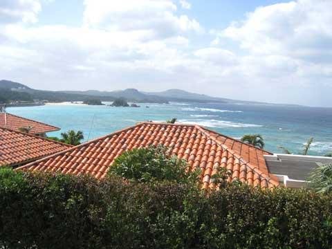 松葉博雄のいい写真撮りたいな:「絵に描いたような沖縄の海と琉球瓦」