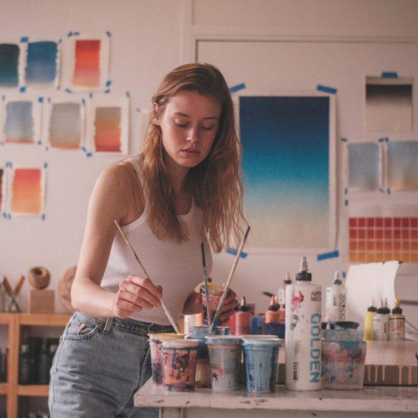 Cyrielle dans son atelier