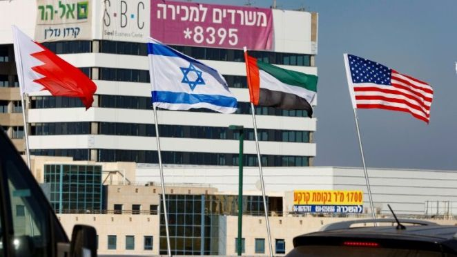 The national flags of (L-R) Bahrain, Israel, the United Arab Emirates, and the United States are flown along a road in Israeli resort city of Netanya after the two Gulf countries agreed to normalise ties with the Jewish state. (AFP / MANILA BULLETIN)