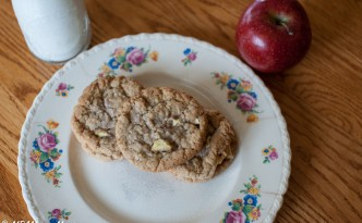 Back to School Apple Cinnamon Oatmeal Cookies