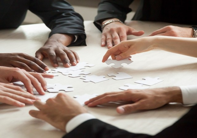 A Study on Multiple Roles that Leaders play - an Overview