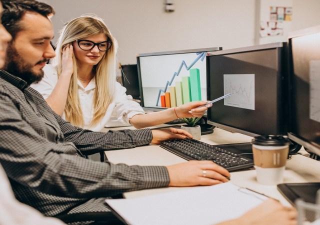 Scenario Changing Software Distribution Scenario & The Emerging Software Marketing Dynamics. (MBA Marketing)