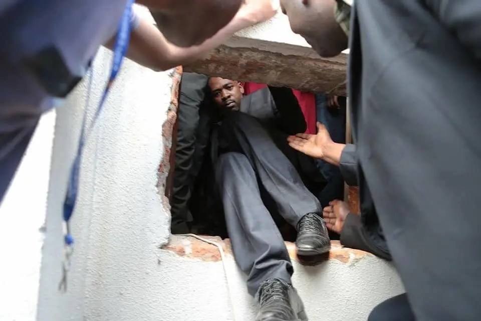 Pic of the day! Nelson Chamisa escaping from a house through a ...