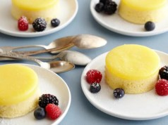 Steamed lemon sponge puddings
