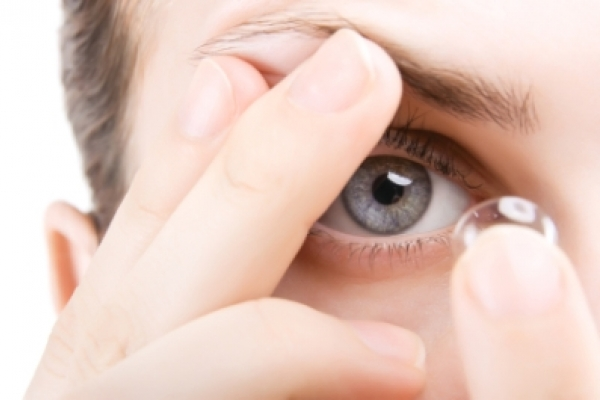 How to Correctly Clean Your Contact Lenses