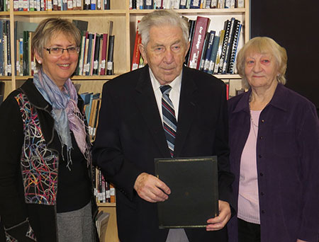 (l–r) MHSC president Lucille Marr presents Bill Schroeder (wife Augusta) the 2013 Award of Excellence.
