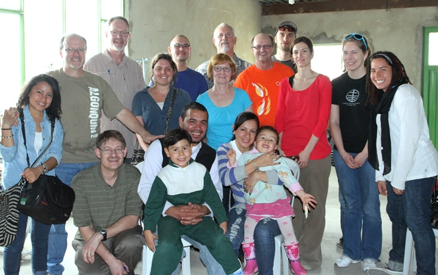 Learning tour participants, MCC Colombia staff and Seed workers, and David and Marina Bonilla.