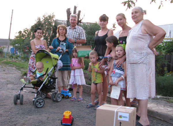Pastor Grigoriy (third from left) distributes relief supplies to Ukrainians he coaxed out of hiding after their village was shelled. Photo: Courtesy Roman Rakhuba