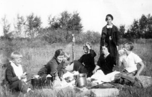 The Funk family picnics along the road while travelling. MAID photo NP145-6-33
