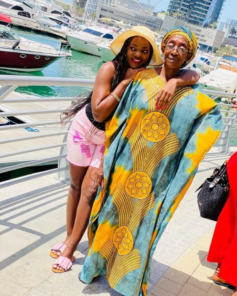 Remmie and mum in Dubai
