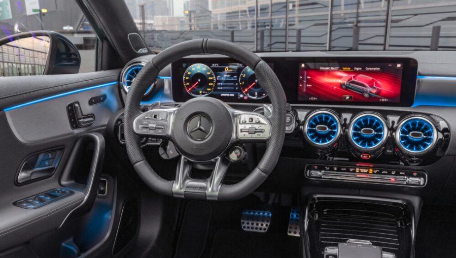 Mercedes-AMG A 35 4MATIC Limousine // Mercedes-AMG A 35 4MATIC S