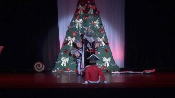 第一幕「クリスマスイブの夜」より「発砲音~バトル」