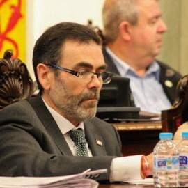 El Pleno municipal, a instancias de José López, alcanza un acuerdo histórico rechazando los presupuestos regionales y reprobando al Gobierno de la CARM por discriminar a Cartagena