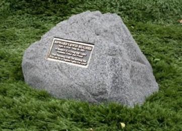 garden-memorial-rock1_small.jpg