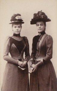 Photograph of Viola F. Snyder and Ellen McClung, December 12, 1890, Photographer unknown, Carte de visite, Bequest of Judge John Webb Green and Ellen McClung Green, 1957.3.628.1.
